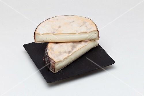 Vacherin de montagne (cheese from Savoy, France)