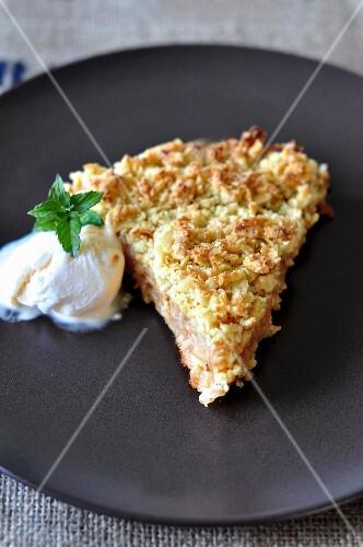Warm apple pie with vanilla ice cream