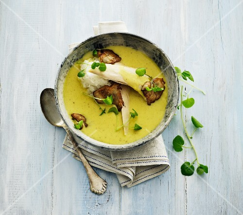 Curry soup with mushrooms and rice