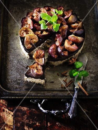 Fig cake with spiced red wine jelly and cinnamon