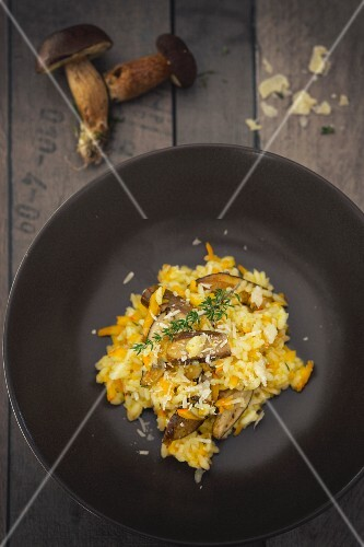 Pumpkin risotto with mushrooms (seen from above)