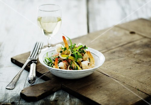 Prawns with vegetables and herbs