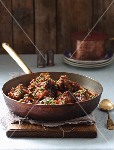 Braised oxtails with apricots and tomatoes