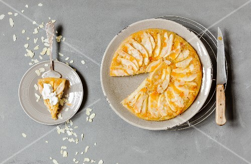 Pear tart with almonds (seen from above)