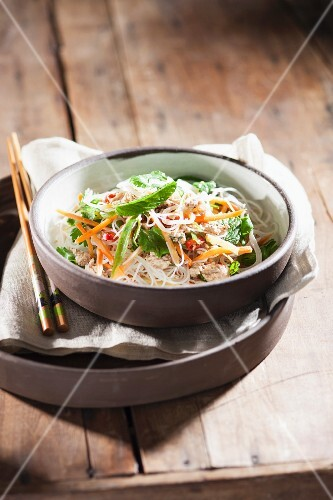 Rice noodles with chicken, vegetables and herbs (Asia)