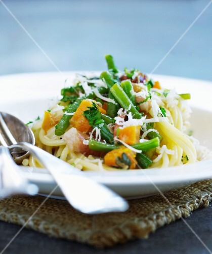Spaghetti with vegetables, smoked duck breast and Parmesan cheese
