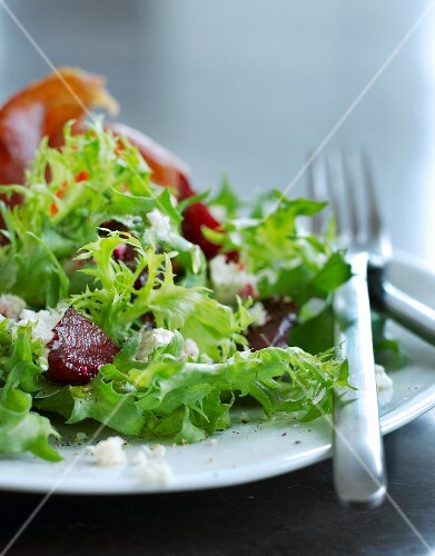 A mixed leaf salad with beetroot and ham