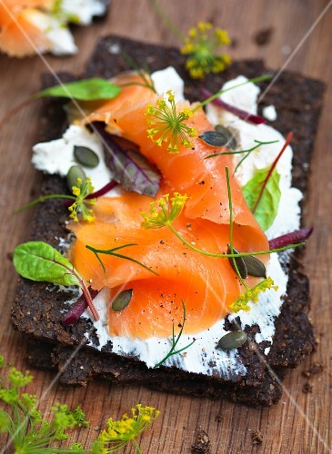 Pumpernickel topped with smoked salmon, vegetables and dill