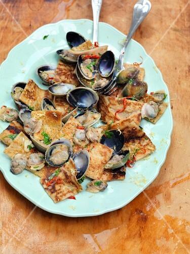 Testaroli with clams