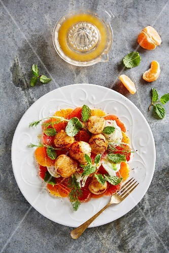 Scallops with a clementine glaze on a fennel and grapefruit salad