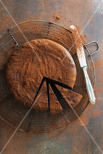 Whiskey truffle cake with cocoa powder, sliced