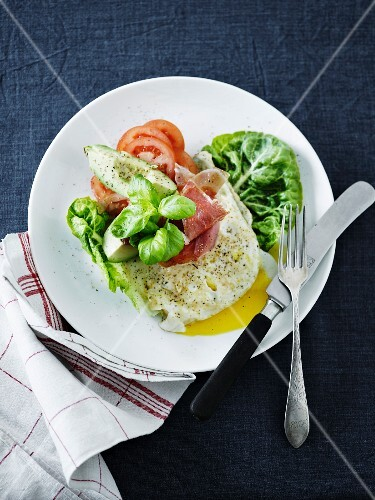 Fried egg with ham, avocado and tomatoes
