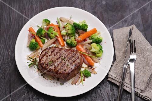 Entrecôte with a side of vegetables