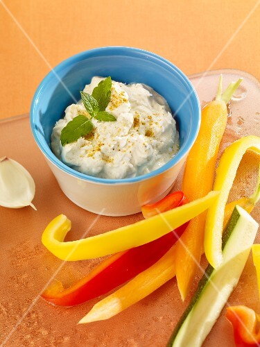 Pineapple curry dip with raw vegetables