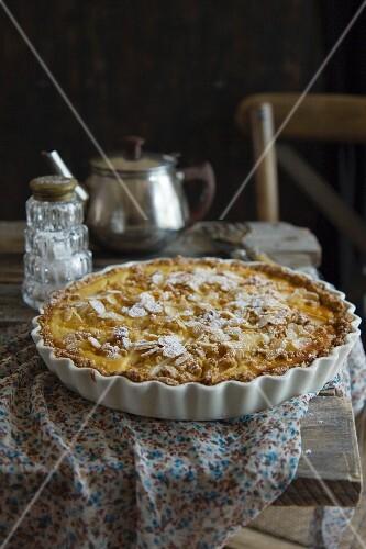Pear tart with cream cheese