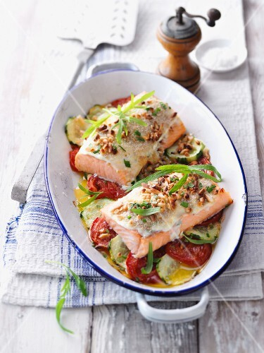 Gratinated salmon fillet with tarragon on a tomato and cucumber medley