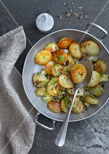 Fried potatoes with spring onions