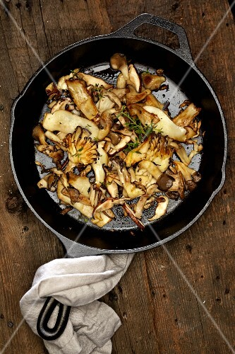 Fried mushrooms with thyme