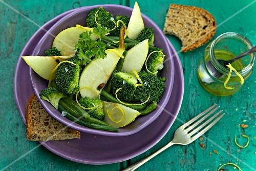 Broccoli salad with pears and lemon vinaigrette