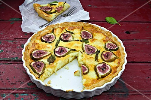 Fig tart with basil