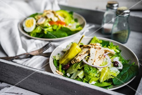 Green salad with chicken, chillis, red onions and olives
