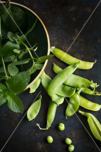Pea pods and fresh mint