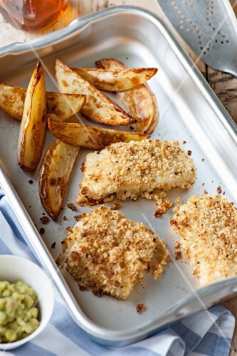 Baked breaded fish with chips