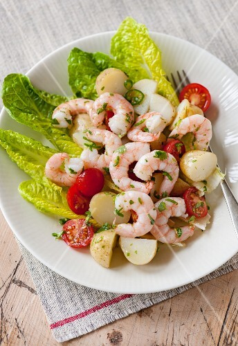 Prawn salad with chilli and cherry tomatoes