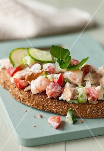Quick prawn and mackerel toasts