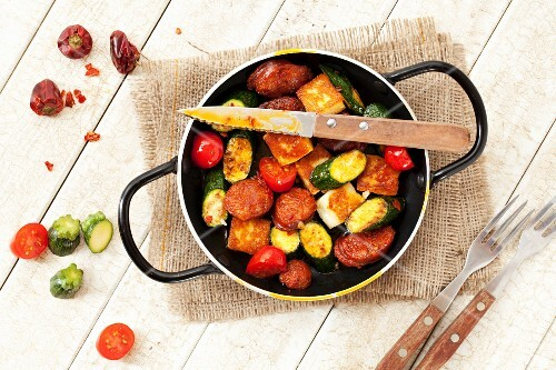 Fried chorizo with courgette, Halloumi and cherry tomatoes (Spain)