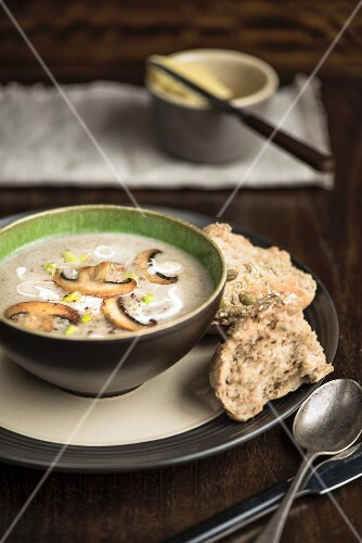 Mushroom soup with seeded rolls