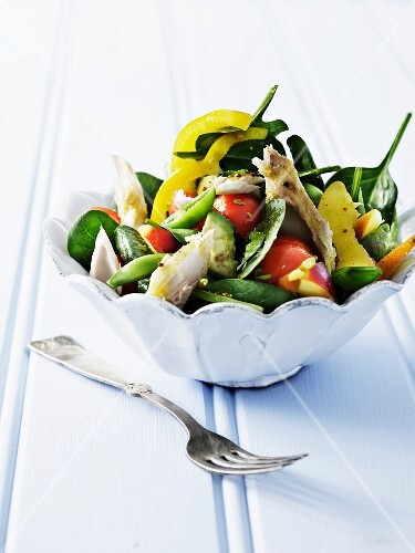 Vegetable salad with mackerel fillet