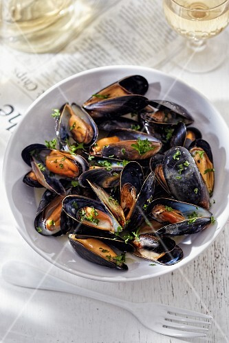 Mussels with herbs and white wine