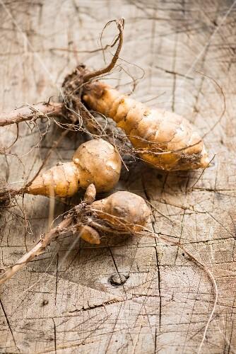 Jerusalem artichokes with roots