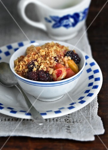 A bowl of fruit crumble