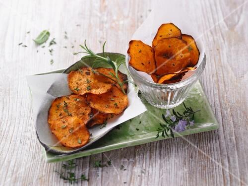 Sweet potato crisps with herbs