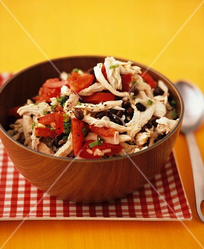 Chicken salad with tomatoes and olives