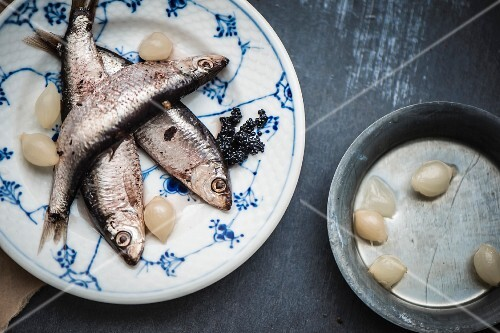 Anchovies with caviar and pearl onions (seen from above)