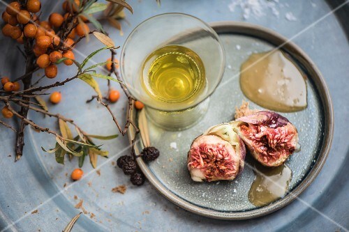 Figs with sea buckthorn honey and a glass of liqueur