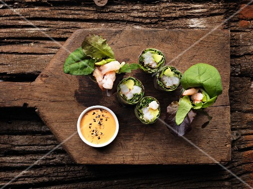 Spring rolls with prawns and avocado