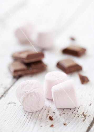 Pink marshmallows and pieces of milk chocolate