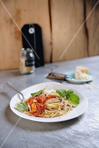 Spelt bolognese with spaghetti and Parmesan cheese
