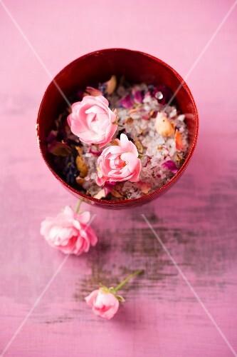 Rose and lavender bathing salts