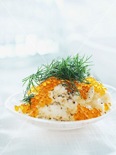 Mashed potatoes with salmon caviar and dill