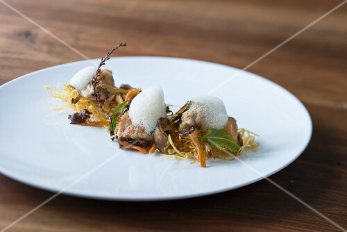 Veal sweetbread with chanterelle mushrooms and potato straw