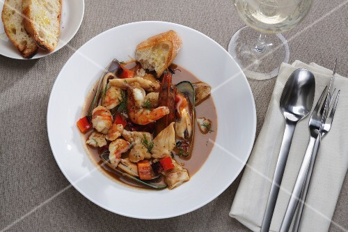 Bouillabaisse with prawns and mussels