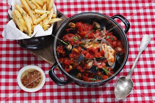Mussel stew with chips on a checked tablecloth