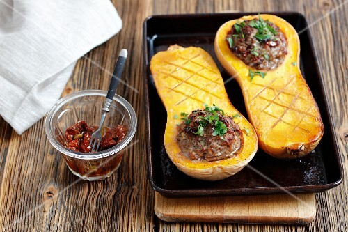 Stuffed butternut squash with minced turkey and dried tomatoes