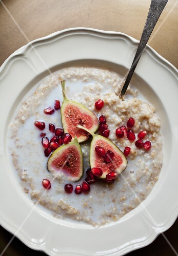 Porridge with milk, figs and pomegranate seeds (seen from above)