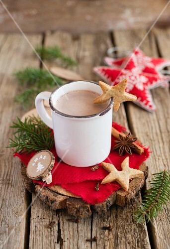 A mug of hot chocolate with star-shaped sables (Christmas)